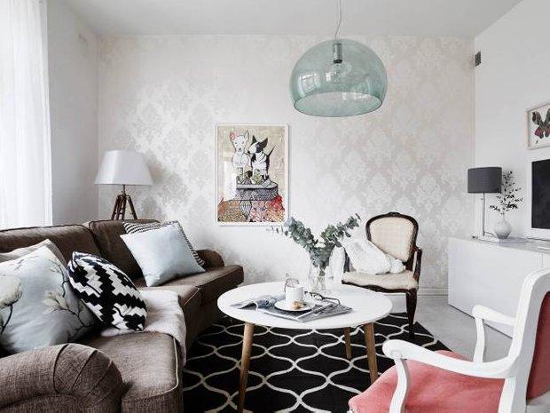 Фотография: Гостиная в стиле Скандинавский, Классический, Декор интерьера, Квартира, Швеция, Мебель и свет, Белый, квартира с изолированными комнатами, интерьер квартиры с изолированными комнатами – фото на InMyRoom.ru