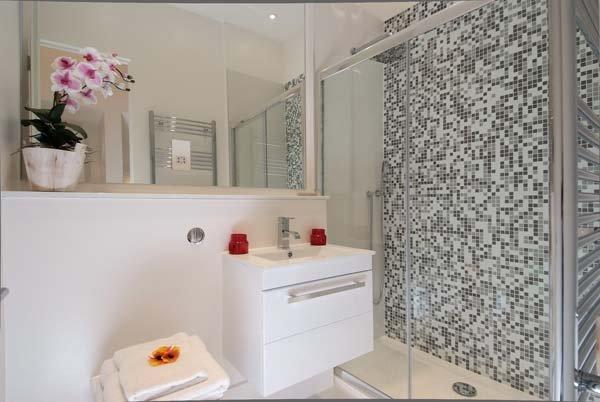 Фотография: Ванная в стиле Современный, Декор интерьера, Малогабаритная квартира, Квартира, Дома и квартиры, Лондон, Квартиры – фото на INMYROOM