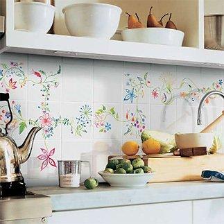 Фотография: Декор в стиле Прованс и Кантри, Кухня и столовая, Интерьер комнат, Встраиваемая техника – фото на INMYROOM