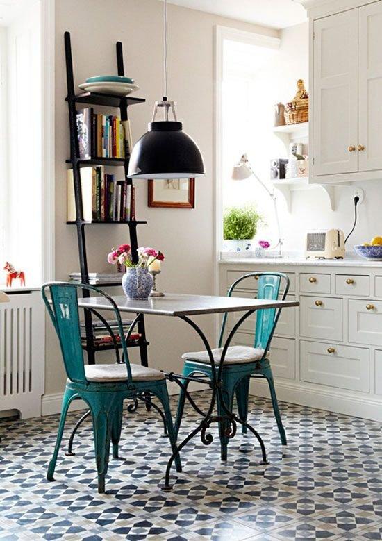 Фотография: Кухня и столовая в стиле Прованс и Кантри, Малогабаритная квартира, Советы, Интервью – фото на INMYROOM