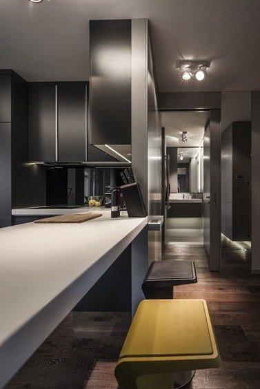 Фотография: Кухня и столовая в стиле Современный, Малогабаритная квартира, Квартира, Цвет в интерьере, Дома и квартиры, Серый, Умный дом, Будапешт – фото на INMYROOM