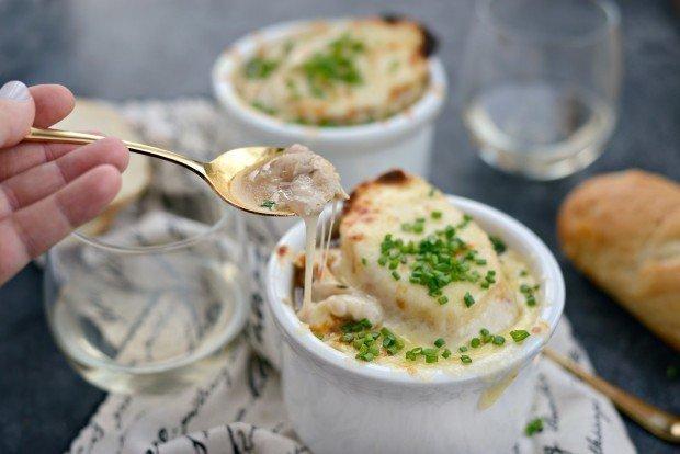 Фотография:  в стиле , Обед, Первое блюдо, Здоровое питание, Суп, Французская кухня, Кулинарные рецепты, Варить, 2 часа, Средняя сложность, Лук, Запекание – фото на INMYROOM