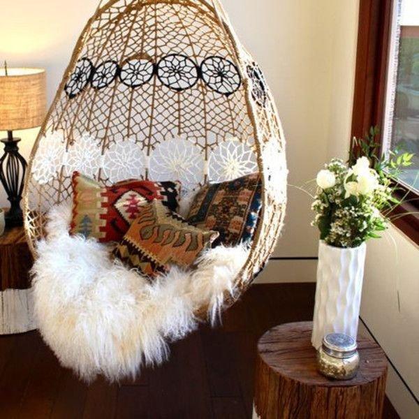 Фотография: Мебель и свет в стиле Скандинавский, Гостиная, Интерьер комнат, Диван, Потолок – фото на INMYROOM