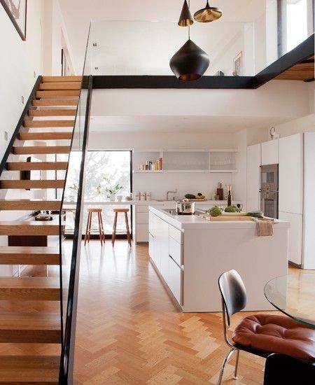 Фотография: Кухня и столовая в стиле Скандинавский, Современный, Архитектура, Декор, Мебель и свет, Ремонт на практике, Никита Морозов, освещение для лестницы, какую выбрать лестницу, какие бывают лестницы, прямая лестница, винтовая лестница, лестница на больцах, подвесная лестница, ограждение для лестниц, как украсить лестницу – фото на INMYROOM