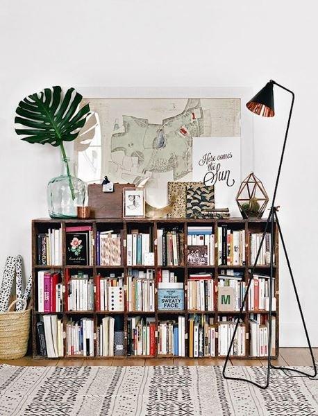Фотография: Декор в стиле Скандинавский, Декор интерьера, Домашняя библиотека, как разместить книги в интерьере, книги в интерьере – фото на InMyRoom.ru