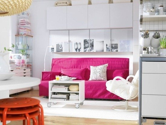 Фотография: Гостиная в стиле Современный, Декор интерьера, Дизайн интерьера, Мебель и свет, Цвет в интерьере, Стены, Розовый, Фуксия – фото на INMYROOM
