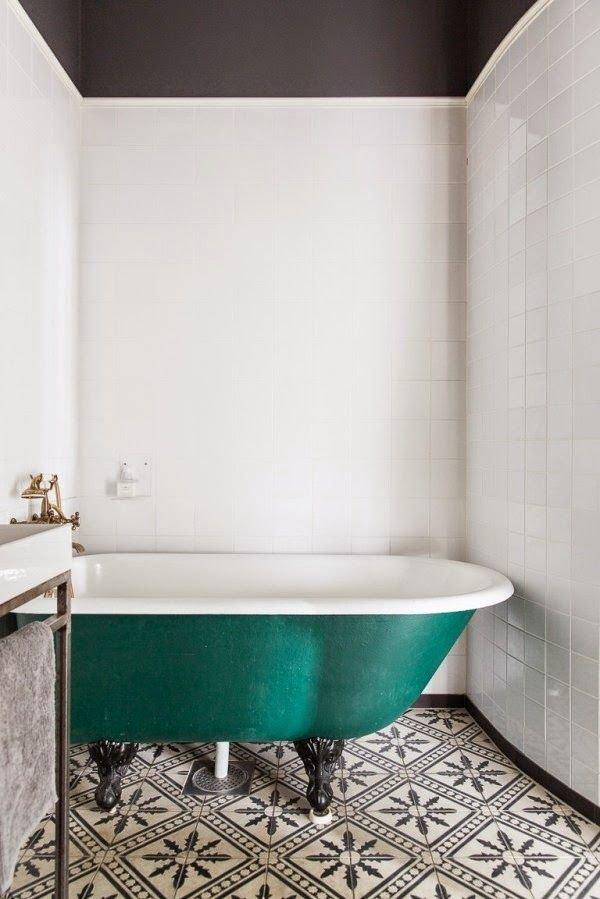 Фотография: Ванная в стиле Прованс и Кантри, Скандинавский, Декор интерьера, Дизайн интерьера, Цвет в интерьере – фото на INMYROOM