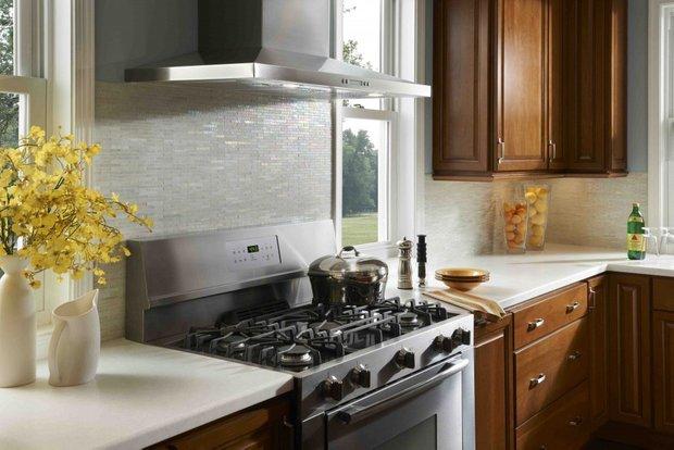 Фотография: Кухня и столовая в стиле Классический, Современный, Хай-тек, Стиль жизни, Советы, Тема месяца, Кухонный фартук – фото на INMYROOM