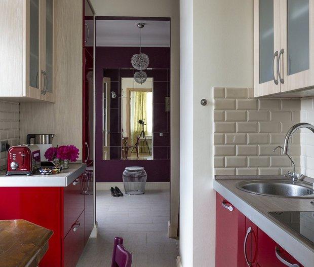 Фотография: Кухня и столовая в стиле Эклектика, Гид, кухня в коридоре, OM Design, Мария Черкасова, Маргарита Фомина, STUDIO BAZI – фото на INMYROOM