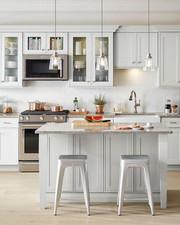 Фотография: Кухня и столовая в стиле Современный, Советы, работа с краской, как перекрасить кухонные фасады – фото на INMYROOM