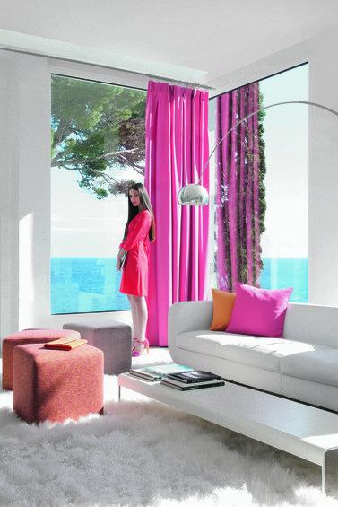 Фотография: Спальня в стиле Эклектика, Декор интерьера, Дизайн интерьера, Мебель и свет, Цвет в интерьере, Стены, Розовый, Фуксия – фото на InMyRoom.ru