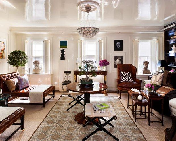 Фотография: Гостиная в стиле Классический, Квартира, Дом, Декор, Мебель и свет, Советы, Дача, Barcelona Design, как визуально увеличить высоту потолков – фото на INMYROOM