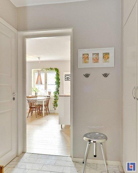 Фотография: Кухня и столовая в стиле Классический, Скандинавский, Декор интерьера, Малогабаритная квартира, Квартира, Цвет в интерьере, Дома и квартиры, Белый – фото на INMYROOM