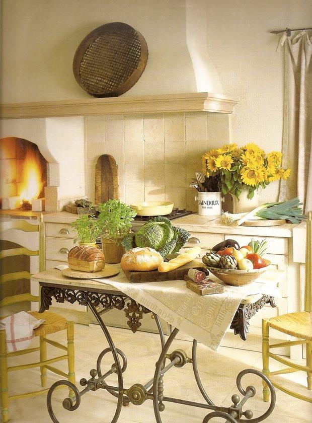 Фотография: Кухня и столовая в стиле Прованс и Кантри, Декор интерьера, Дом, Франция, Декор дома, Советы, Прованс – фото на INMYROOM