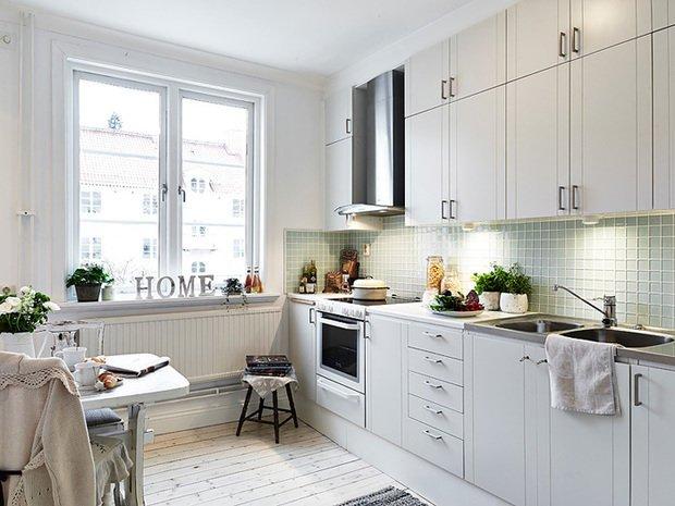 Фотография: Кухня и столовая в стиле Скандинавский, Прованс и Кантри, Декор интерьера, Квартира, Белый – фото на INMYROOM