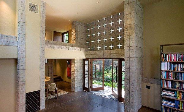 Фотография: Прихожая в стиле Современный, Декор интерьера, Дом, Дома и квартиры, Архитектурные объекты – фото на INMYROOM