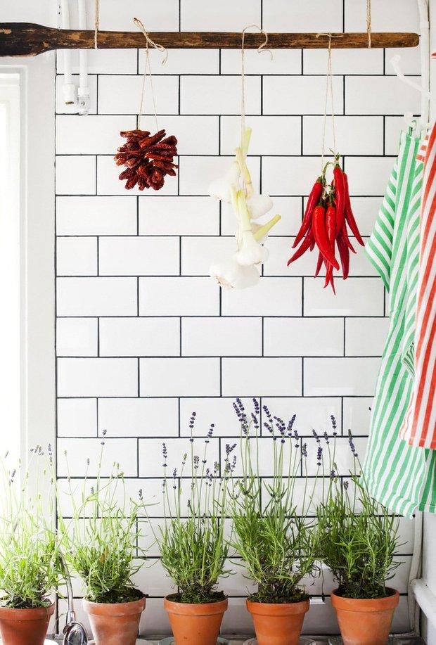 Фотография: Флористика в стиле , Кухня и столовая, Прованс и Кантри, Интерьер комнат – фото на INMYROOM