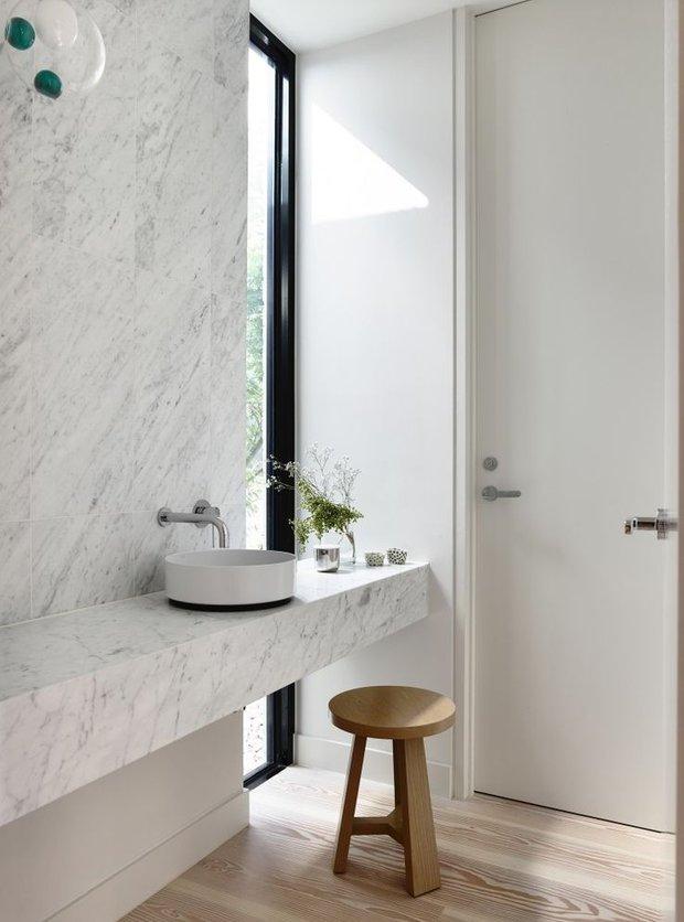Фотография: Ванная в стиле Современный, Квартира, Дом, Декор, Мебель и свет, Советы, Дача, Barcelona Design, как визуально увеличить высоту потолков – фото на INMYROOM