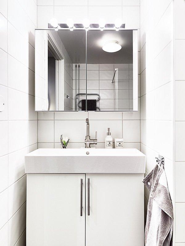 Фотография: Ванная в стиле Скандинавский, Современный, Малогабаритная квартира, Квартира, Швеция, Цвет в интерьере, Дома и квартиры, Белый, Гетеборг – фото на INMYROOM