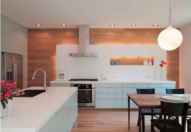 Фотография: Кухня и столовая в стиле Современный, Декор интерьера, Малогабаритная квартира, Квартира, Дома и квартиры, Советы, Зеркало – фото на InMyRoom.ru