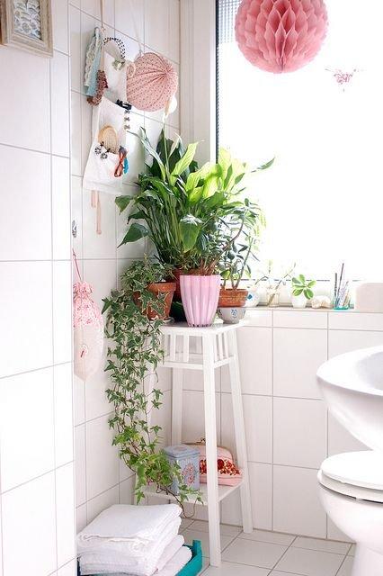 Фотография: Ванная в стиле Прованс и Кантри, Малогабаритная квартира, Квартира, Флористика, Стиль жизни, Зимний сад – фото на INMYROOM