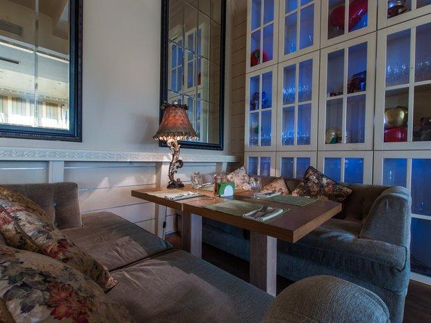 Фотография: Гостиная в стиле Классический, Современный, Эклектика, Дома и квартиры, Городские места, Ресторан, Пол – фото на INMYROOM