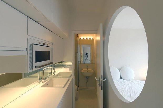 Фотография: Кухня и столовая в стиле Современный, Малогабаритная квартира, Квартира, Цвет в интерьере, Белый, Проект недели, Переделка – фото на INMYROOM