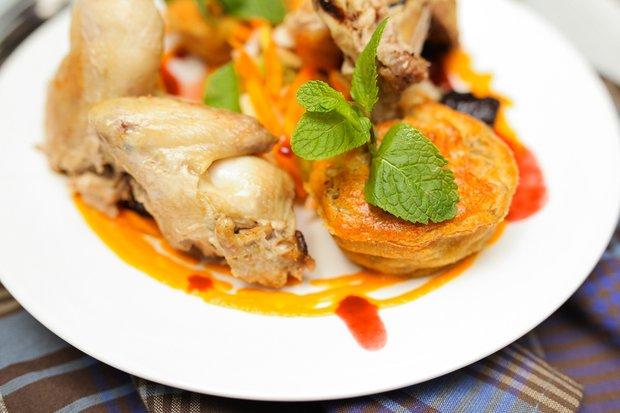 Фотография:  в стиле , Новый Год, Обед, Ужин, Основное блюдо, Выпекание, Птица, Французская кухня, Кулинарные рецепты, 45 минут, Пришли гости – фото на INMYROOM