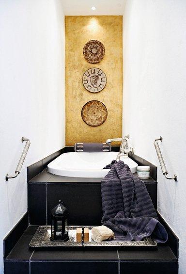 Фотография: Ванная в стиле Восточный, Декор интерьера, Квартира, Дома и квартиры, Камин – фото на INMYROOM