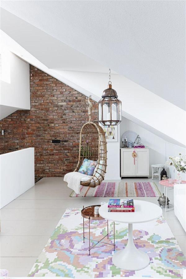 Фотография:  в стиле , Дом, Мебель и свет, Дача, Дом и дача, как обустроить мансарду, идеи для мансарды – фото на INMYROOM