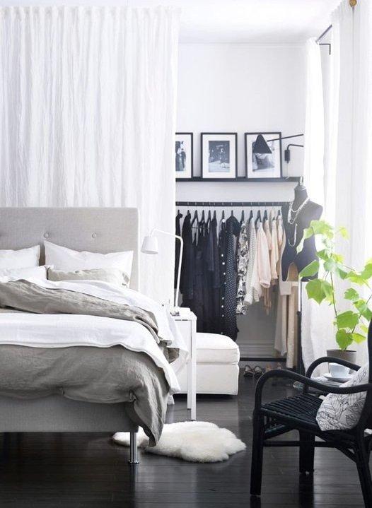 Фотография: Спальня в стиле Современный, Декор интерьера, Малогабаритная квартира, Квартира, Советы – фото на INMYROOM