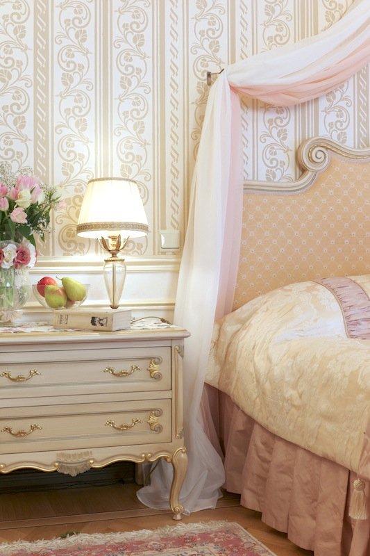 Фотография: Спальня в стиле Классический, Современный, Декор интерьера, МЭД, Мебель и свет, Краска – фото на INMYROOM