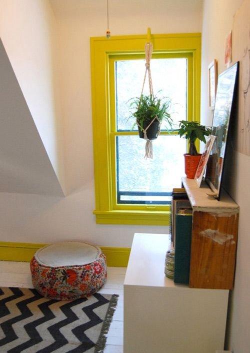 Фотография: Гостиная в стиле Хай-тек, Квартира, Советы, Ремонт на практике, как покрасить пластиковое окно, пластиковое окно, пластиковые окна, декор пластикового окна – фото на INMYROOM