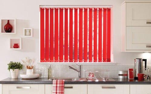 Фотография: Кухня и столовая в стиле Современный, Квартира, Декор, Советы, как выбрать жалюзи, жалюзи на окна – фото на INMYROOM