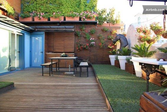 Фотография: Гостиная в стиле Современный, Квартира, Дома и квартиры, Барселона, Airbnb – фото на INMYROOM