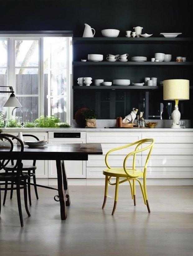 Фотография: Кухня и столовая в стиле Эклектика, Интерьер комнат, Цвет в интерьере, Белый – фото на INMYROOM