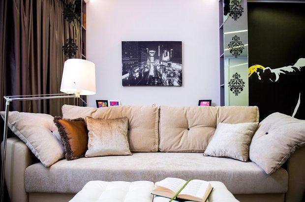 Фотография: Декор в стиле Современный, Гостиная, Скандинавский, Малогабаритная квартира, Квартира, Мебель и свет, Советы – фото на INMYROOM
