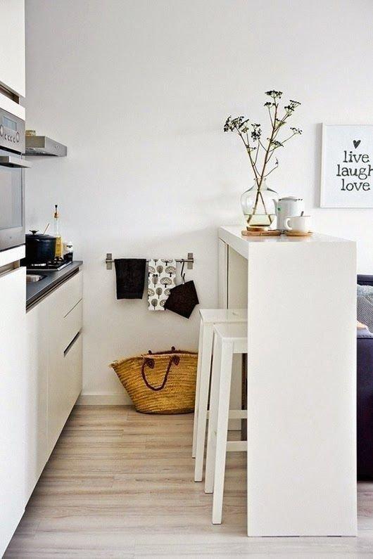 Фотография:  в стиле , Мебель и свет, Советы, обеденная зона в малогабаритке – фото на INMYROOM