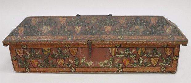 Сундук, украшенный дубовыми листьями и гербами. Вторая половина XIV века. Предположительно произведен в Умбрии, Италия