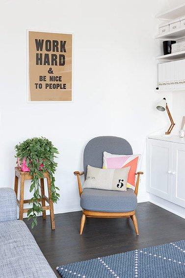 Фотография: Гостиная в стиле Скандинавский, Кухня и столовая, Малогабаритная квартира, Квартира, Цвет в интерьере, Дома и квартиры, Белый, Серый – фото на INMYROOM