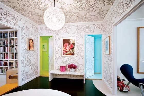 Фотография: Гостиная в стиле Современный, Обои, Переделка, Плитка, Краска, Стеновые панели – фото на INMYROOM