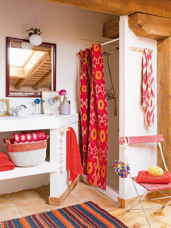 Фотография: Ванная в стиле Прованс и Кантри, Декор интерьера, Дом, Аксессуары, Красный – фото на INMYROOM