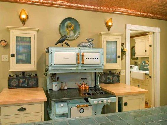 Фотография: Кухня и столовая в стиле Прованс и Кантри, Интерьер комнат, SMEG, Цвет в интерьере, Бирюзовый – фото на INMYROOM