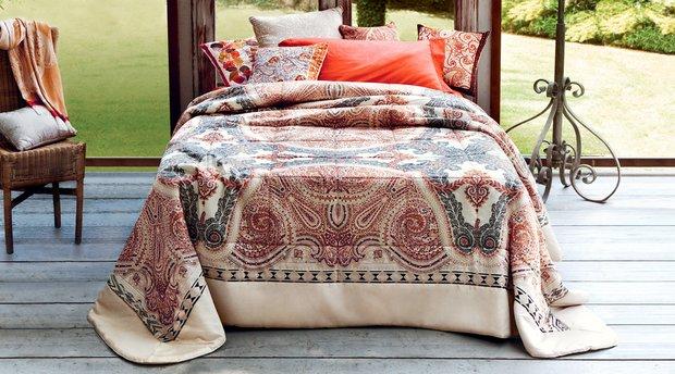 Фотография: Спальня в стиле Прованс и Кантри, Современный, Декор интерьера, Декор дома, Ковер – фото на INMYROOM