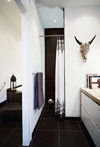 Фотография: Ванная в стиле Скандинавский, Эклектика, Декор интерьера, Квартира, Дома и квартиры, Камин – фото на INMYROOM
