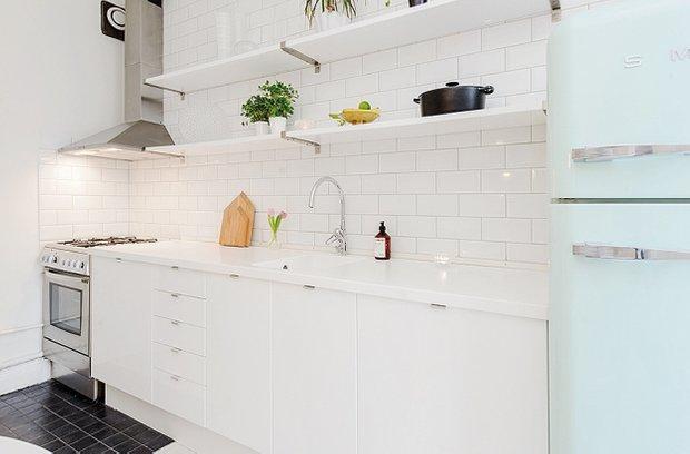 Фотография: Кухня и столовая в стиле Прованс и Кантри, Скандинавский, Малогабаритная квартира, Квартира, Цвет в интерьере, Дома и квартиры, Белый – фото на INMYROOM