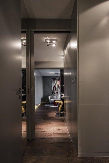 Фотография: Прихожая в стиле Современный, Малогабаритная квартира, Квартира, Цвет в интерьере, Дома и квартиры, Серый, Умный дом, Будапешт – фото на INMYROOM