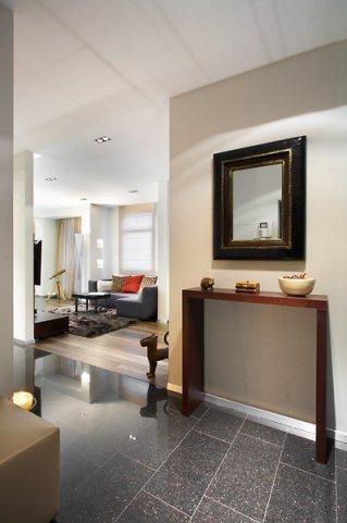Фотография: Прихожая в стиле Минимализм, Декор интерьера, Квартира, Мебель и свет, Цвет в интерьере, Дома и квартиры – фото на INMYROOM