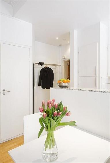 Фотография: Кухня и столовая в стиле Скандинавский, Квартира, Цвет в интерьере, Дома и квартиры, Белый – фото на INMYROOM