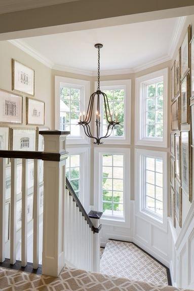 Фотография: Декор в стиле Классический, Современный, Архитектура, Мебель и свет, Ремонт на практике, Никита Морозов, освещение для лестницы, какую выбрать лестницу, какие бывают лестницы, прямая лестница, винтовая лестница, лестница на больцах, подвесная лестница, ограждение для лестниц, как украсить лестницу – фото на INMYROOM